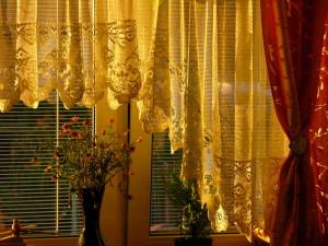 Как правильно постирать шторы дома. Пошаговая инструкция