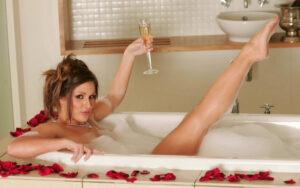 Уход за кожей тела в домашних условиях. 8 рецептов косметических ванн