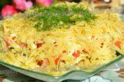 Салат с курицей, капустой и сыром