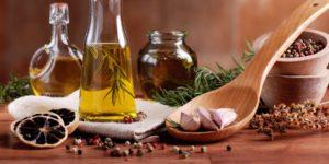 Ароматное растительное масло с чесноком, розмарином и тимьяном + перчик чили! Рецепт оливкового масла с базиликом для заправок и соусов