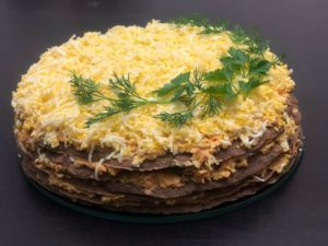 Классический рецепт печеночного торта из печени на кефире — быстро и вкусно