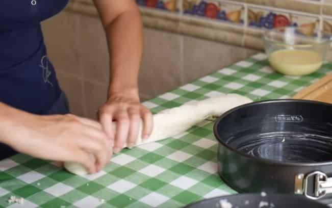 Круглая форма для запекания пирога в духовке