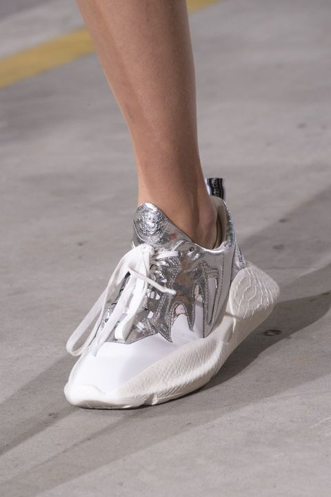 Модные кроссовки для женщин и молодежи