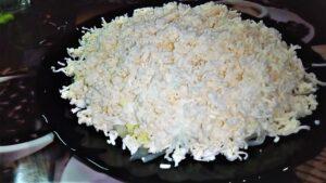 Нежный слоеный салат с крабовыми палочками. Комильфо — Comme il faut