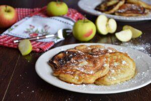 Быстрые домашние оладьи на кефире рецепт с яблоками и корицей пошагово