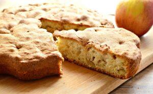 Нежная шарлотка с яблоками на кефире в духовке — простой и вкусный рецепт