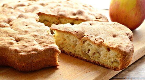 Шарлотка с яблоками в духовке рецепт